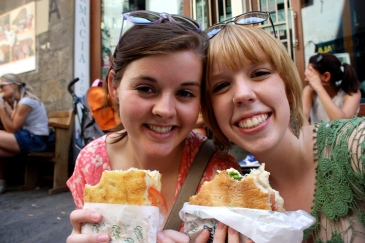 Two girls studying abroad in Amsterdam eating falafel